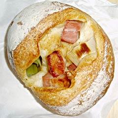 ベーコンと長ネギのパン