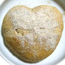 ハート形に焼けたパン