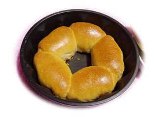 牛乳を使った花型パン